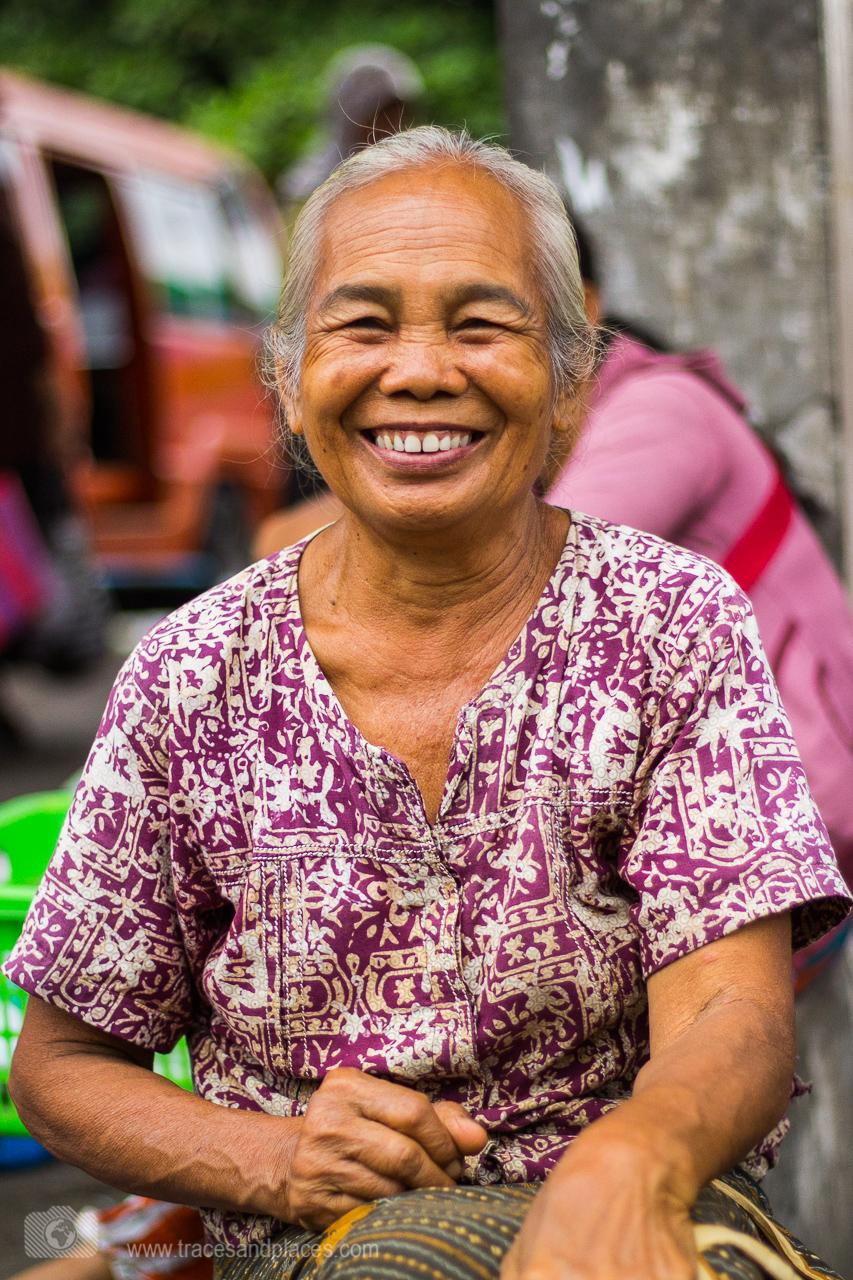Bali - Ostbali - Amlapura - Markt - Frau