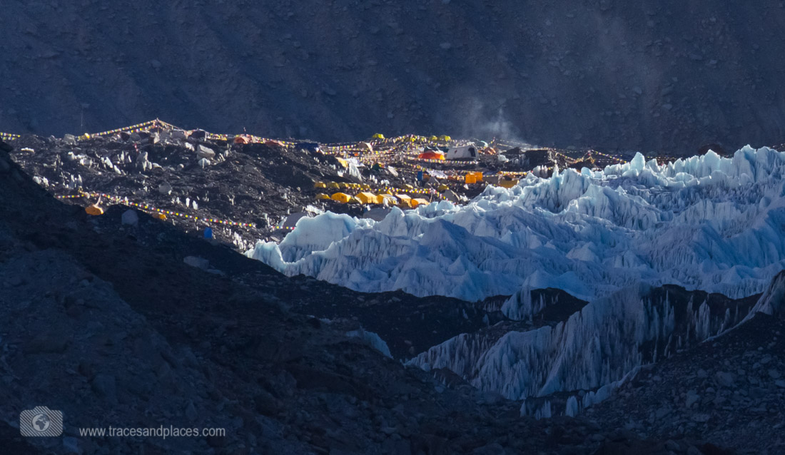 Everest Base Camp im Morgenlicht