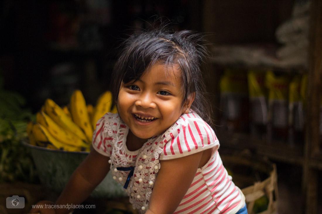 Mädchen auf dem Markt in Amlapura