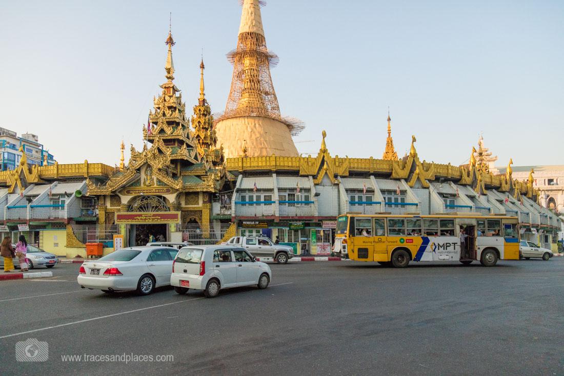 Kreisverkehr um die Sule Pagode in Yangon