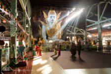 Sitzender Buddha in Nga Htat Gyi Pagode, Yangon