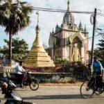 Strasse vor Laymyatnar Buddha in Bago