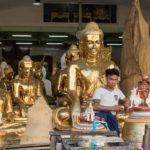 Buddha Verkäufer in Yangon