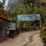 Eingang zur Wanderung zum Zwe Kbin (im Hintergrund mit Kloster)