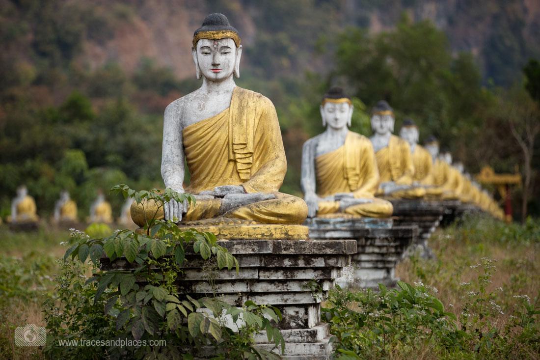 Lumbini Park mit 1121 Buddhas unterhalb des Berges Zwe Kabin