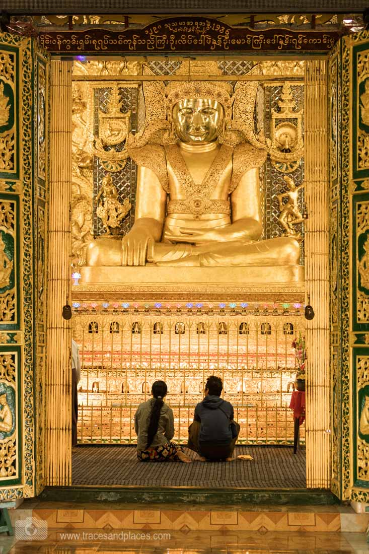 Sitzender Buddha in Mawlamyaing