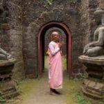 Nonne im Ko Thaung Tempel