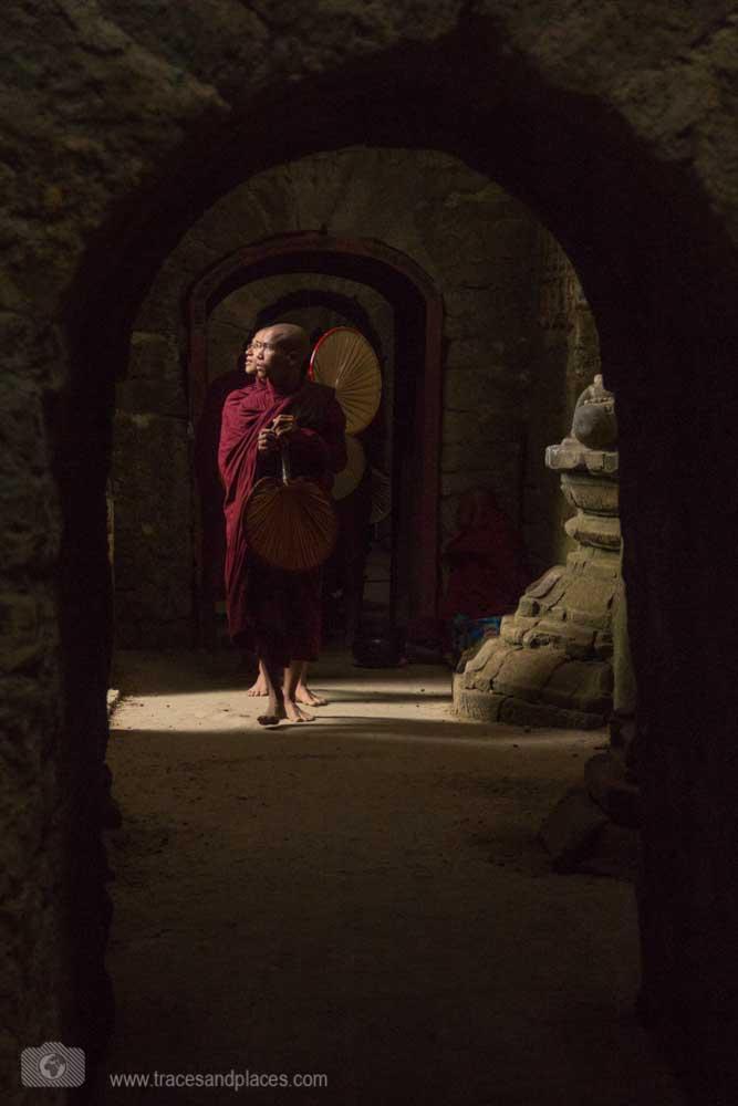 Mönche im Ko Thaung Tempel