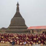 Mönche beim Gruppenfoto im Kothaung Tempel