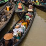 Einkauf per Boot auf dem lokalen Markt beim Inle-See