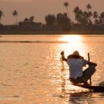 Fischer beim Sonnenuntergang auf dem Inle See