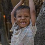 Junge in einem Chindorf