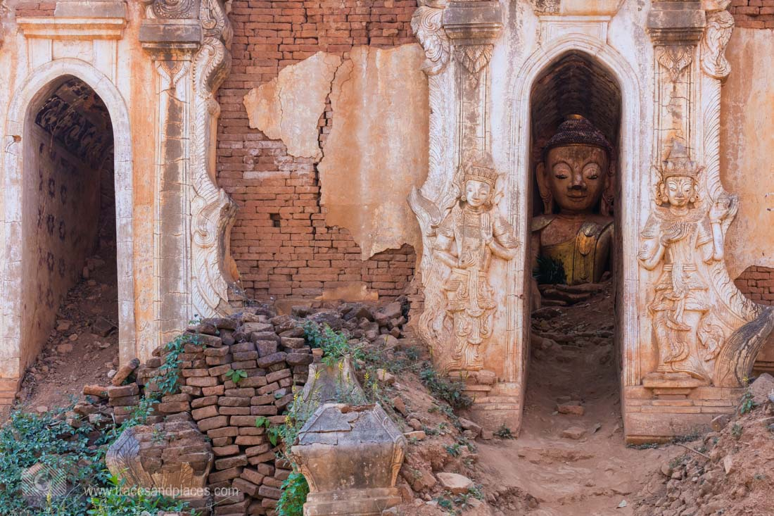 Verfallener Tempel mit Buddha Statue in Indein_