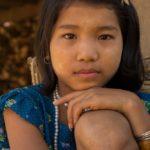 Mädchen in einem Chindorf