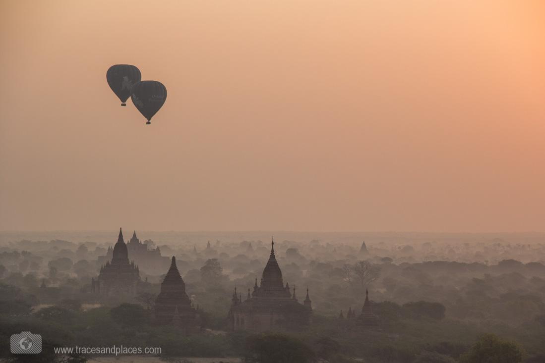 Sonnenaufgang von Nord Guni mit Ballonen
