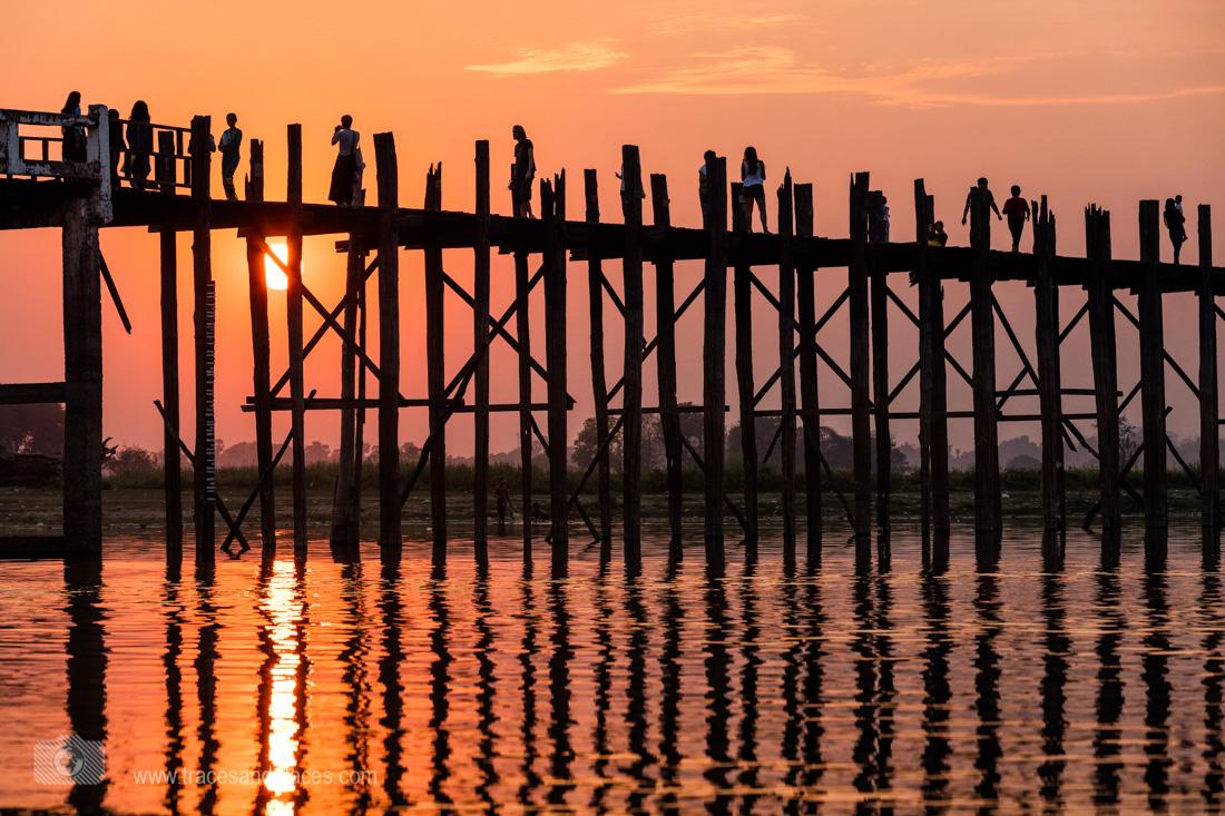 Ubein Brücke bei Sonnenuntergang