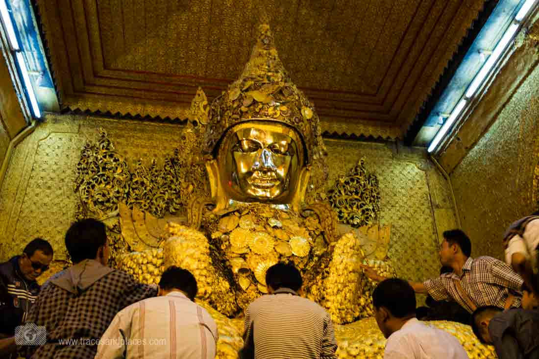 Goldener Buddha in Mahamuni Pagode