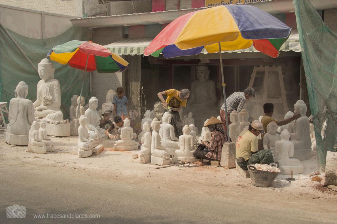 Steinmetze bei der Arbeit in Mandalay